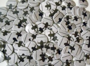 Drochtuarach Buttons old school pins